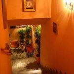 ピッツェリア・サバティーニ - 地下に下りる階段