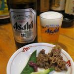 うま安 - つきだし(梅キューと牛すき焼き) 350円