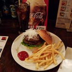 62501854 - プレーンバーガーのセット(770円)+トッピングのパティー肉(330円)です。