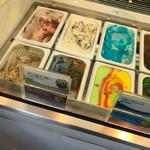 ブルーシールアイスクリーム - サイケな色ですねー(^ω^)