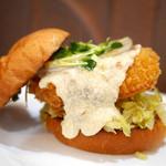 deli fu cious - 昆布〆フィッシュバーガー ソースは和風出汁の豆腐ソース