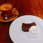 ビストロ ディヴァン - チョコレートテリーヌと美味しいコーヒーで〆。
