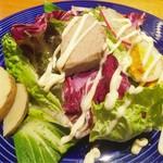 ガルニ - 有機野菜のニース風サラダ 自家製ツナと燻製玉子 (880円)