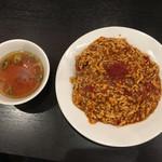 肉あんかけチャーハン 炒王 - 辛み肉あんかけチャーハン
