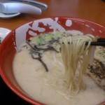 まこと屋 枚方高野道店 - 牛醤ラーメンの麺