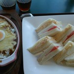 カフェ ベル - 焼きチーズカレーとサンドイッチ
