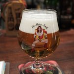 ベルギービール デリリウムカフェ レゼルブ - ギロチン(本来の専用グラスではないが中身はギロチン。