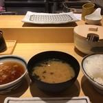 天ぷらまきの - ご飯とお味噌汁そろったらスタート