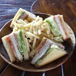 ARK HiLLS CAFE - クラブハウスサンドイッチ