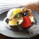 ARK HiLLS CAFE - りんごのクランブルチーズケーキ