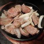 味のぶん太 - 生ラム焼定食(メイン皿)