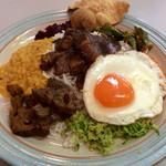 シーギリヤ - 料理写真:「シーギリヤスペシャルカレープレート」(1500円)。食後の紅茶が付く。