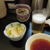山女 - 料理写真:瓶ビール680円とお新香(小)200円