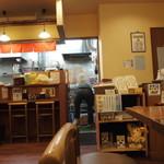 ラーメン 西海 - 厨房方向