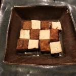 米清あら川 - 自家製豆腐の燻製です。
