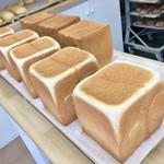 北海道香熟パン 極み - 料理写真:出待ちの極みさん一行