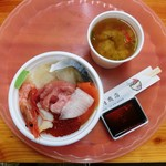 釧路和商市場 - 勝手丼とかに汁