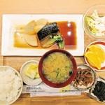 さち福やCAFE - 名物お母さんの煮鯖とやわらか大根煮の定食 880円(税別)