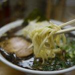 なんつッ亭 - 中太麺です