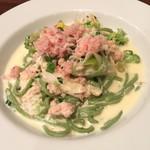 タベルナ グラッソ - ズワイ蟹と青野菜の生クリームソースほうれん草のキターラ