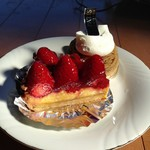 アキヤマ - イチゴのタルト&モンブラン
