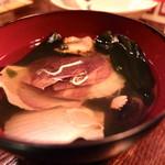 クースバー月桃 - お通し 三陸ワカメと稚貝の吸物
