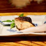 炭火割烹 蔓ききょう - 天然琵琶鱒の塩焼き