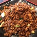 zanikugyouzashisenshuubou - 角煮入り黒炒飯