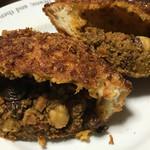 ディーン&デルーカ ホームキッチン&ベーカリー - キーマカレーパンの断面。具が凄い!