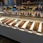 ボンヌカフェ - 綺麗なチョコのショーケース