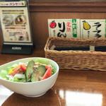 カフェ・マレット - お付きのサラダ♪