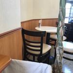 カフェ・マレット - テーブル席です。