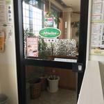 カフェ・マレット - 入口辺り…あまり喫茶店らしい雰囲気ではありません(笑)