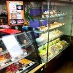 クローヌ洋菓子店 - こちらのケースにはスティック・ケーキなど