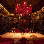 BANQUE - ワインセラーに囲まれた個室はワイン好きにはたまりません♪