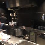 港屋2 - 厨房は狭い。