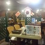 魚藍亭のよこすか海軍カレー館 - 船内をイメージした感じの店内