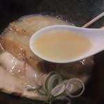 濃厚 白湯らーめん - 優しいスープ
