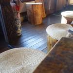 そば処 森 - 板張りの古民家に土足での入店ははばかれる印象
