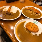 カレーハウス スパイシー - 料理写真:大きめの平皿に盛られたカレー達♪
