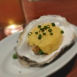 FISHMANS SAPPORO - お通しは蒸し牡蠣の卵黄ソースがけ