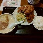 鮮味館 - 唐揚げ定食 830円