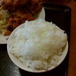 鮮味館 - 定食のごはん(お代わり自由)