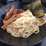 62593247 - つけ麺 寅   並盛200g    830円      麺と具材
