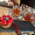 62593742 - 苺のタルトとゆず紅茶