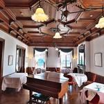 星野リゾート 界 熱海 - 国の有形文化財とされているヴィラ・デル・ソルのメインダイニング。