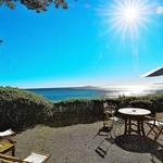 星野リゾート 界 熱海 - 朝食を済ませ、テラスの目の前は海。サイコー♫