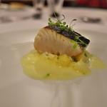星野リゾート 界 熱海 - 夕食の魚料理。分厚いサワラを3日かけて燻製に。