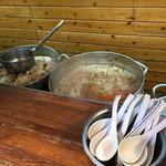 タロー軒 - 店内でスープ炊き