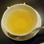 皇華 - スープだけでも美味しいのですが、コレを掛けちゃいます。